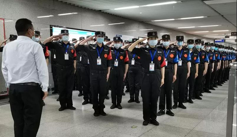深圳地铁招安检员